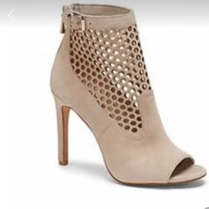 Vince Camuto Cream Shoes
